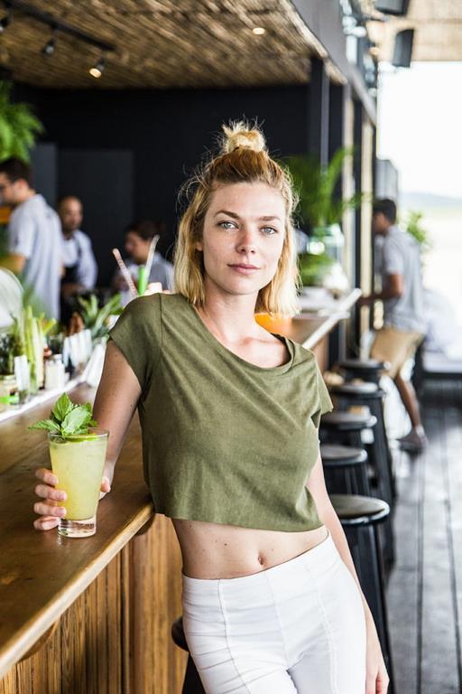 Laura Laprida estuvo en las Piedras Beach Club disfrutando del atardecer