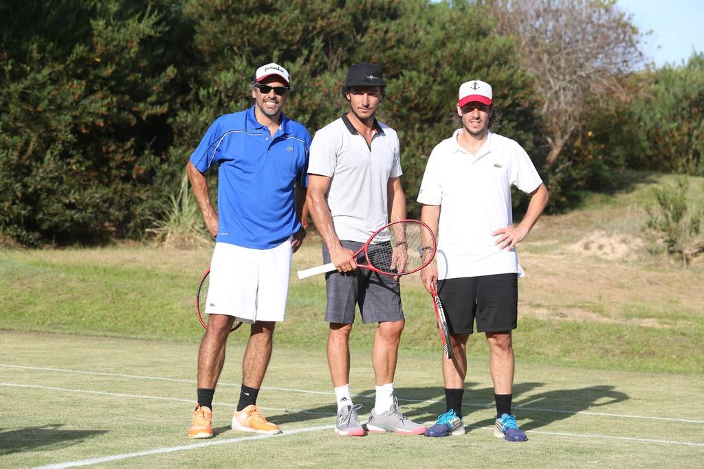 Mariano Zabaleta, Pico Mónaco y Gastón Gaudio jugaron contra amateurs en la cancha de tenis del emprendimiento inmobiliario Las Cárcavas