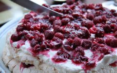 Pavlova-raspberries CREDIT Takahide Nakazawa