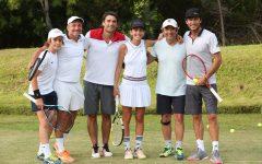 Pico Mónaco, y su equipo de amateurs entre ellos Ricardo Darín en la cancha de tenis del emprendimiento inmobiliario Las Cárcavas