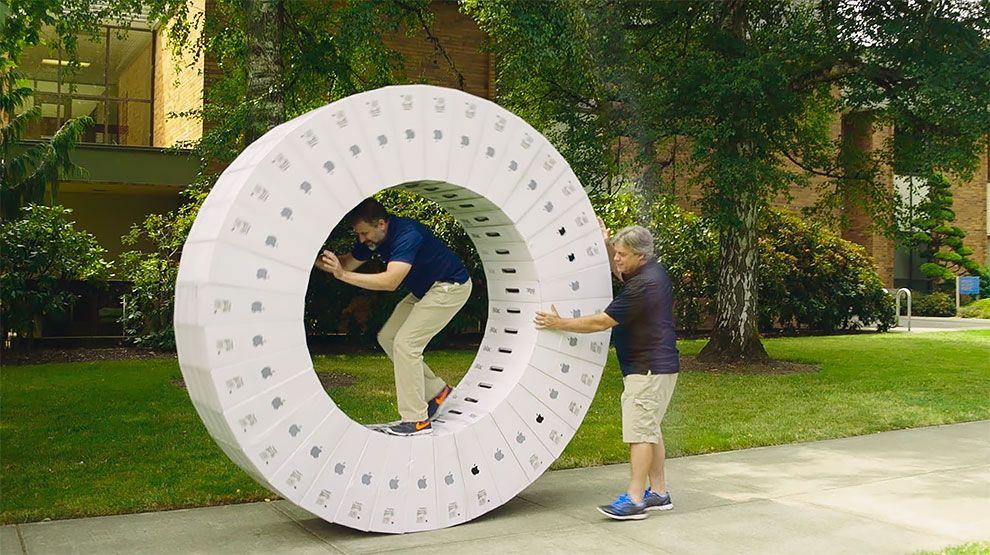 Un par de nerds hicieron una iWheel con 36 cajas de iMac (2)