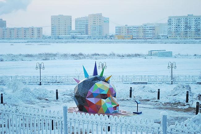 Okuda instala la escultura más al norte del mundo en Yakutsk, Rusia (10)