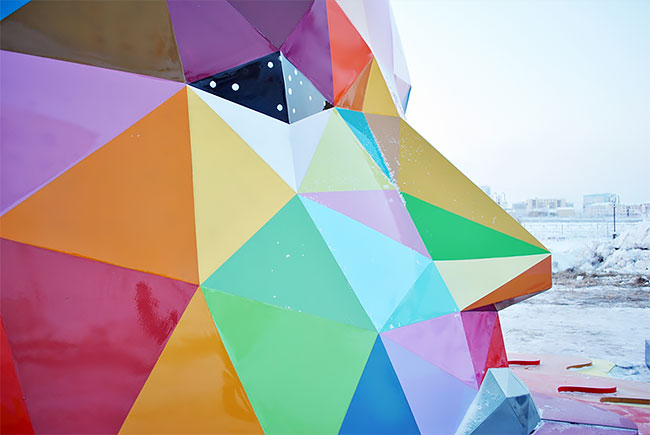 Okuda instala la escultura más al norte del mundo en Yakutsk, Rusia (6)