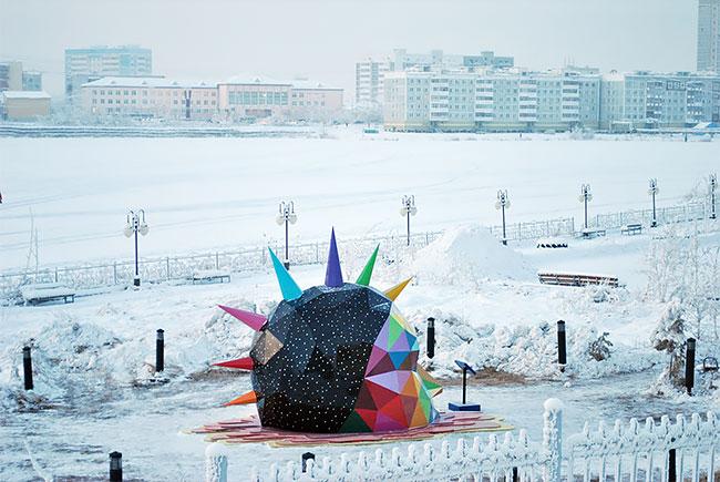 Okuda instala la escultura más al norte del mundo en Yakutsk, Rusia (9)