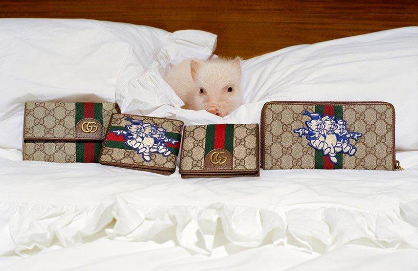Para celebrar el año del cerdo, Gucci presenta productos y bolsas especialmente diseñados con parches de los personajes de los tres cerditos de Disney.