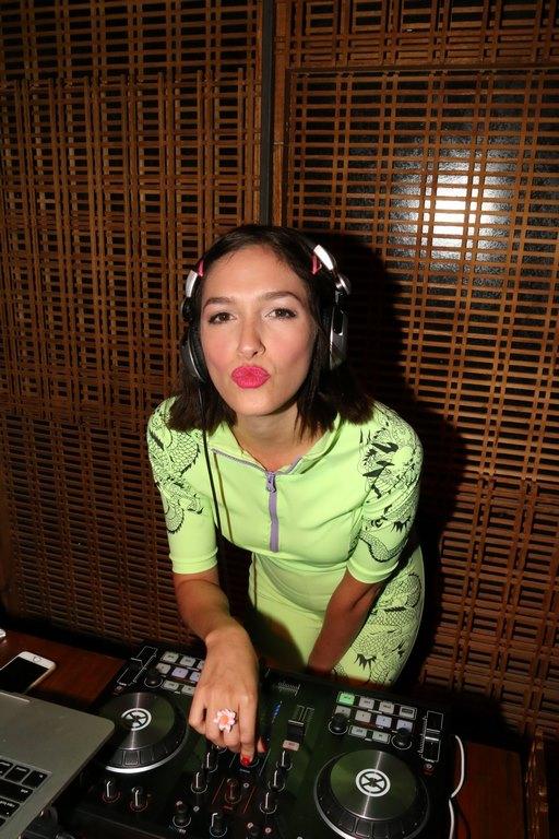 Candela Vetrano en la apertura de The Nim Bar (4)