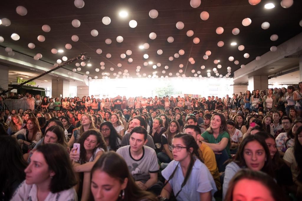 El Alto Palermo vibro con salvapantallas en mujeres en alto