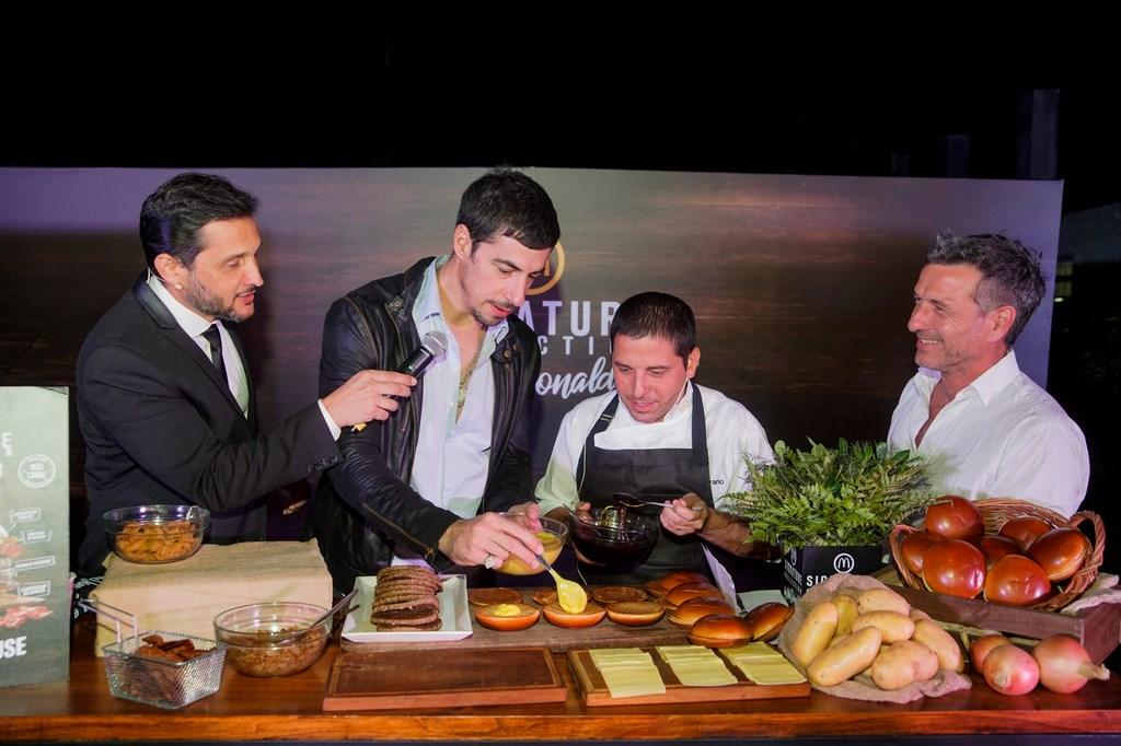 Germán Paoloski, Esteban Lamothe, Ariel Gravano (cheff ejecutivo de McDonald´s) y Federico Amador_ Preparando la nueva Smoke House