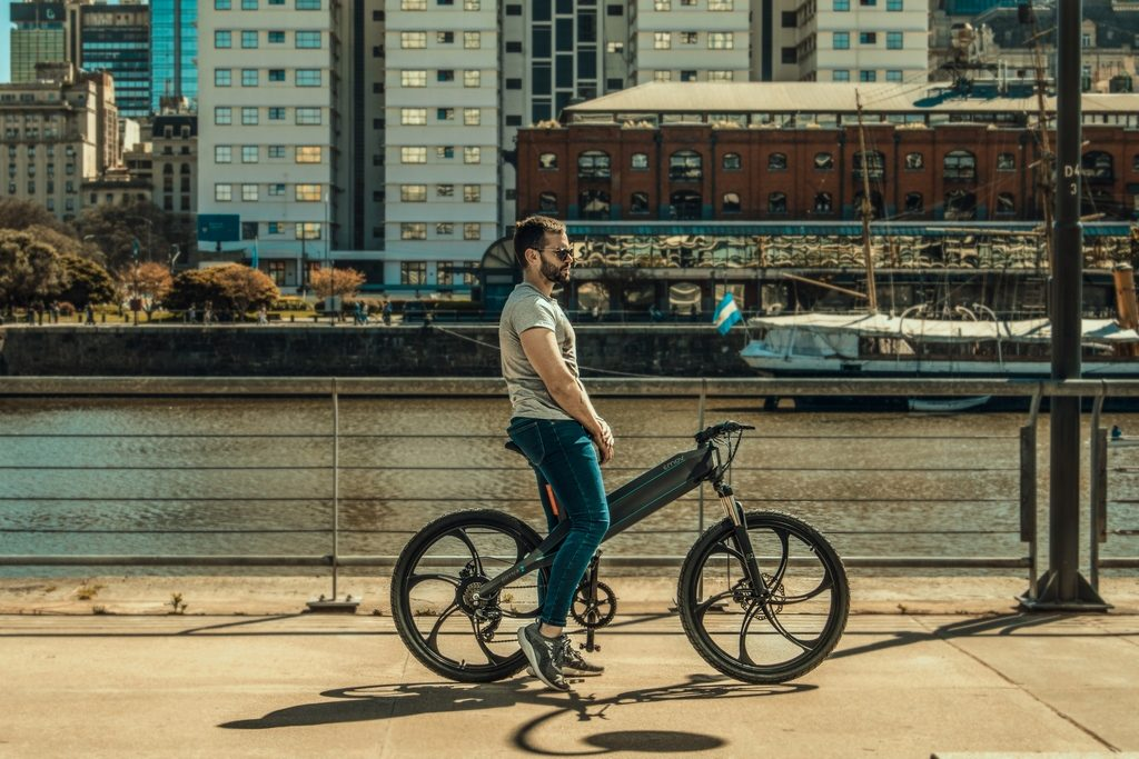 "EMOV presenta la primera ebike ""Full Hiper-Smart"" Argentina loqueva (3)"