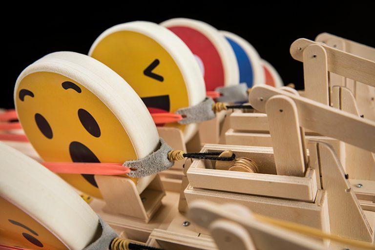 Emotigun, el arma que dispara emojis (4)