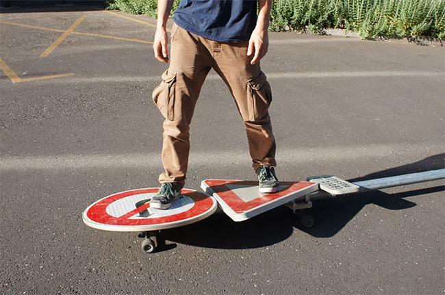 Benedetto Bufalino tabla de skate señal de transito (2)