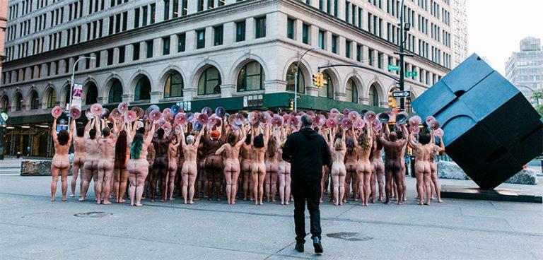 Spencer Tunik proptesta frente a facebook e instagram Nueva York free the nipple (1)
