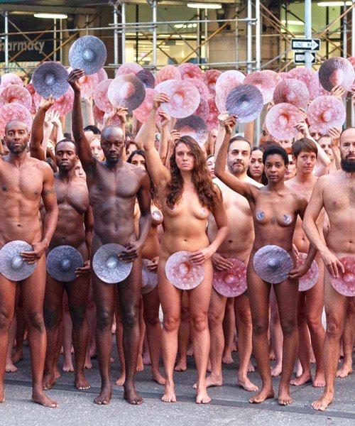 Spencer Tunik proptesta frente a facebook e instagram Nueva York free the nipple (4)