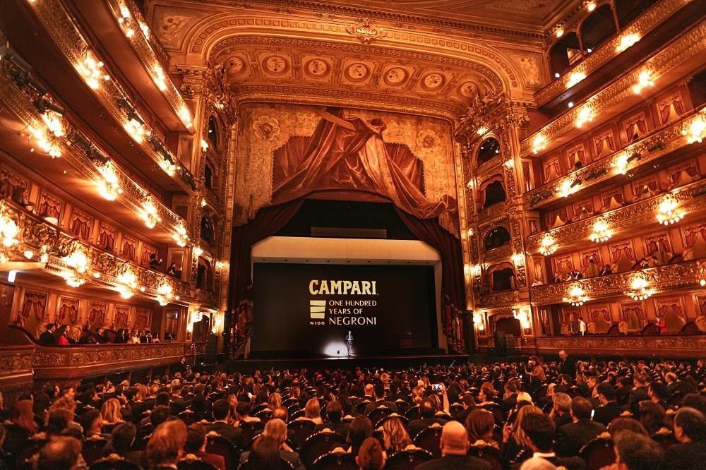 Campari celebró los 100 años del negroni en el teatro colon