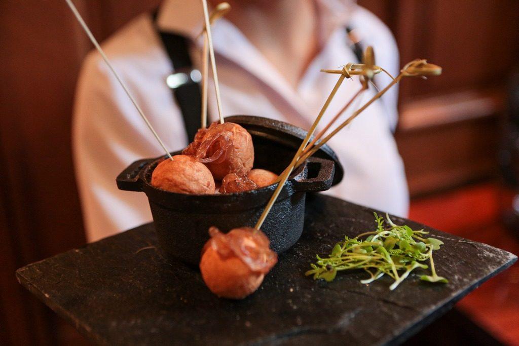 Cordero Braseado con Cebolla Caramelizada de Faena Catering