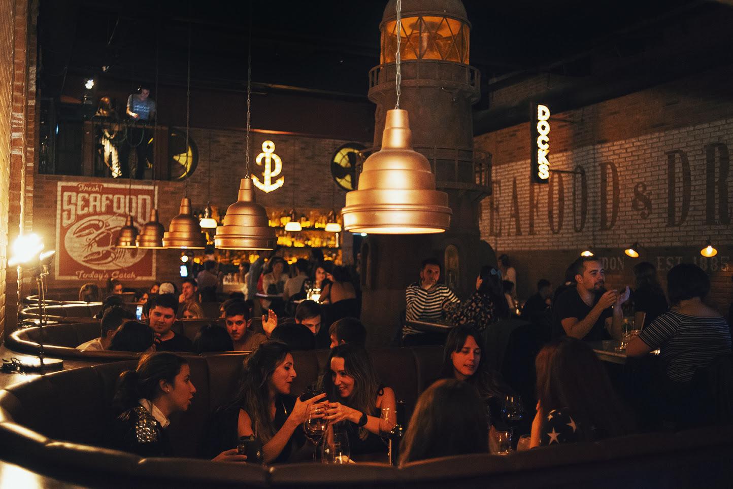 Docks bar speakeasy transporta a puertos europeos años 30 Palermo loqueva