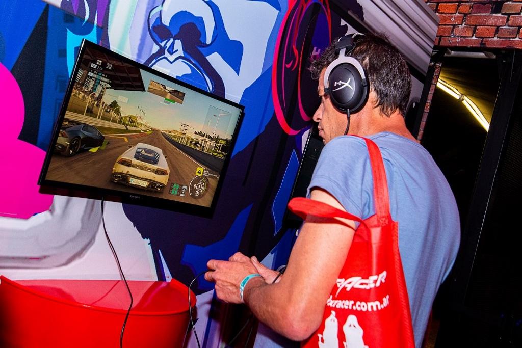 Gaming en el booth de HyperX  Argentina Game Show x loqueva