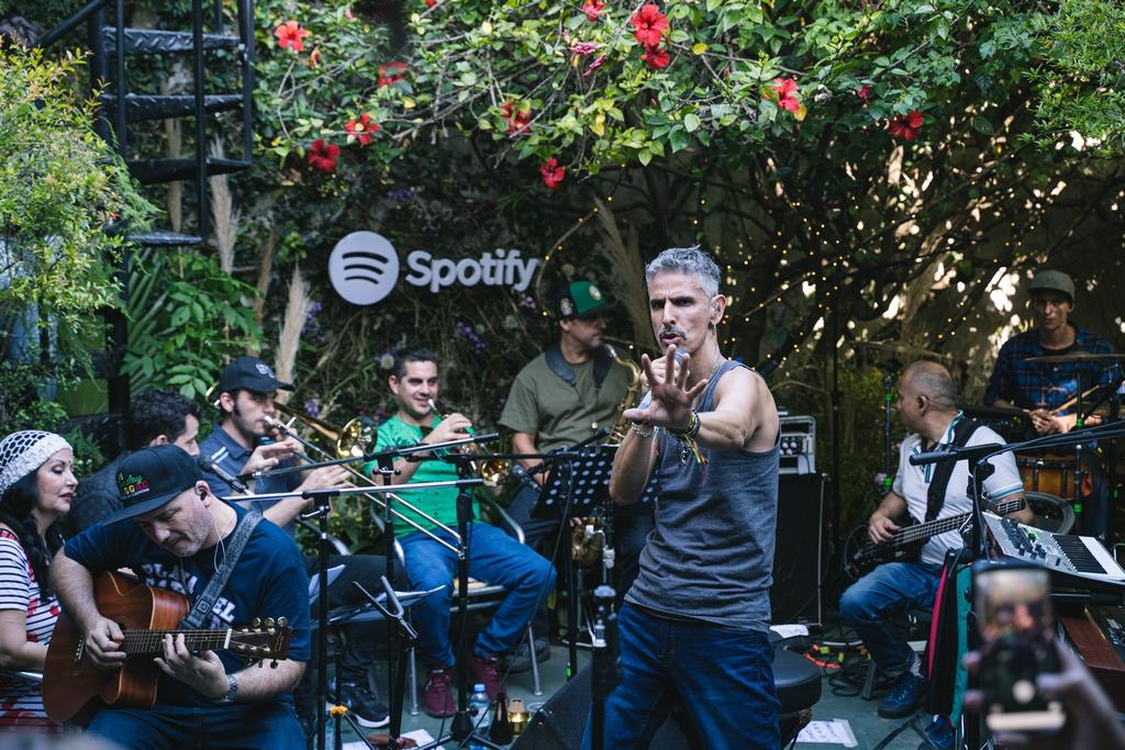 30 años de Los Cafres Spotify, 30 árboles nuevos y 30 fanáticos