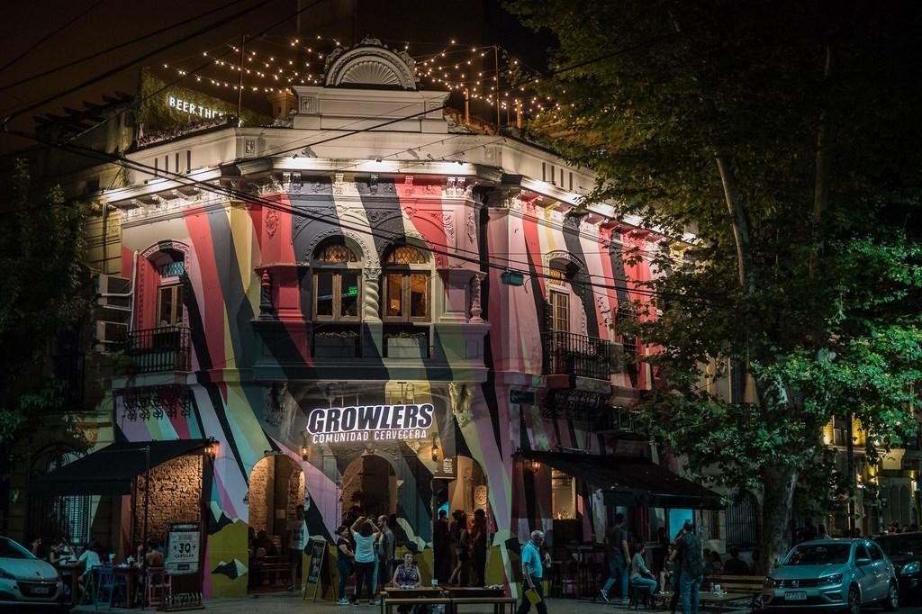 Growlers llegó a Belgrano con su cuarto local y 30 canillas de cerveza (1)