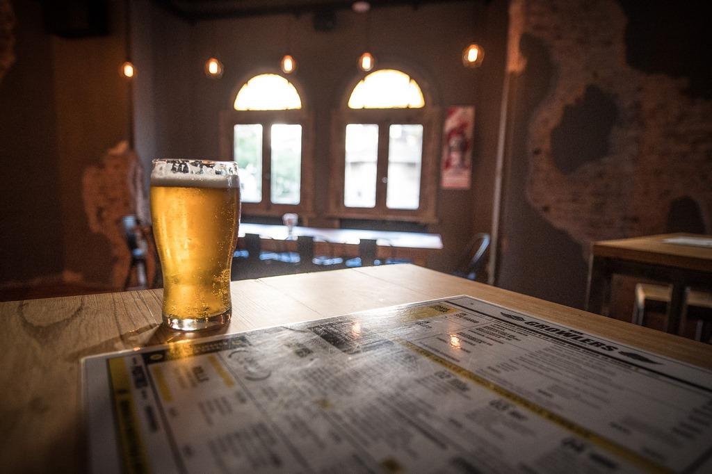 Growlers llegó a Belgrano con su cuarto local y 30 canillas de cerveza (2)