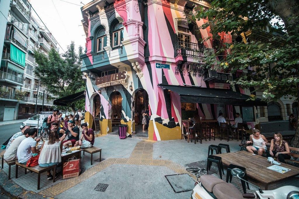 Growlers llegó a Belgrano con su cuarto local y 30 canillas de cerveza (5)