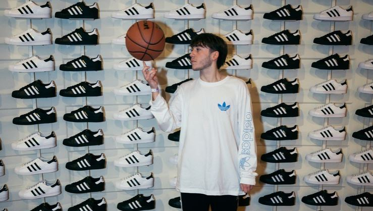 Paulo Londra_adidas_superstar_Chicago_basketball_loqueva home (2)