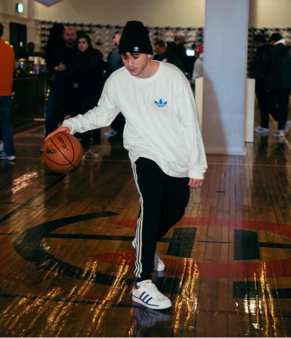 Paulo Londra_adidas_superstar_Chicago_basketball_loqueva home (3)