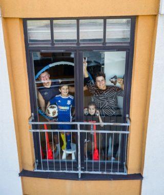 Fotógrafo registra con un drone la cuarentena de sus vecinos  (15)