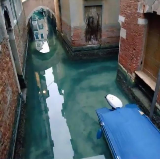 Los canales de Venecia vuelven a tener aguas cristalinas Coronavirus_loqueva (5)