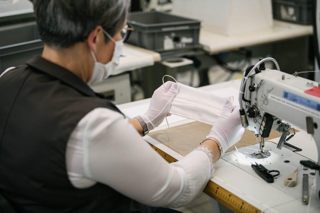 Louis Vuitton vuelve a abrir sus talleres para fabricar barbijos no quirúrgicos (4)