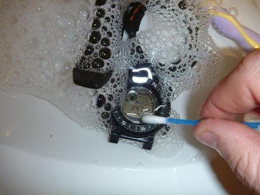 Tu reloj G-Shock también se puede limpiar con agua y jabón lqv (3)