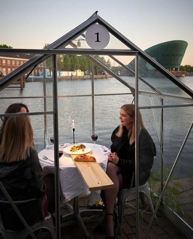 amsterdam distanciamiento social restaurant (7)