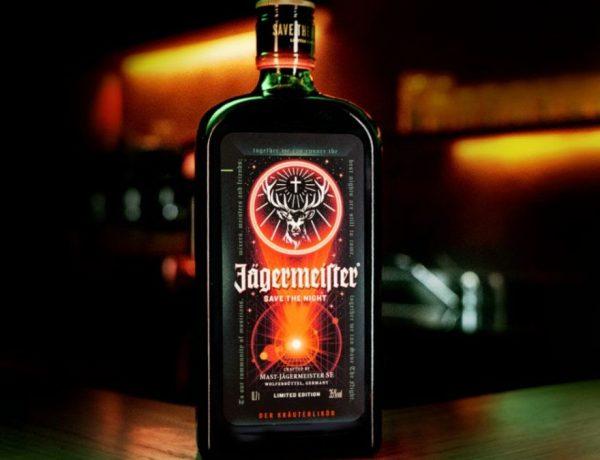 Por primera vez en la historia, Jägermeister cambia su etiqueta frontal para salvar la noche