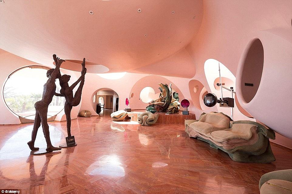 Bubble Palace Pierre Cardin loqueva (1)