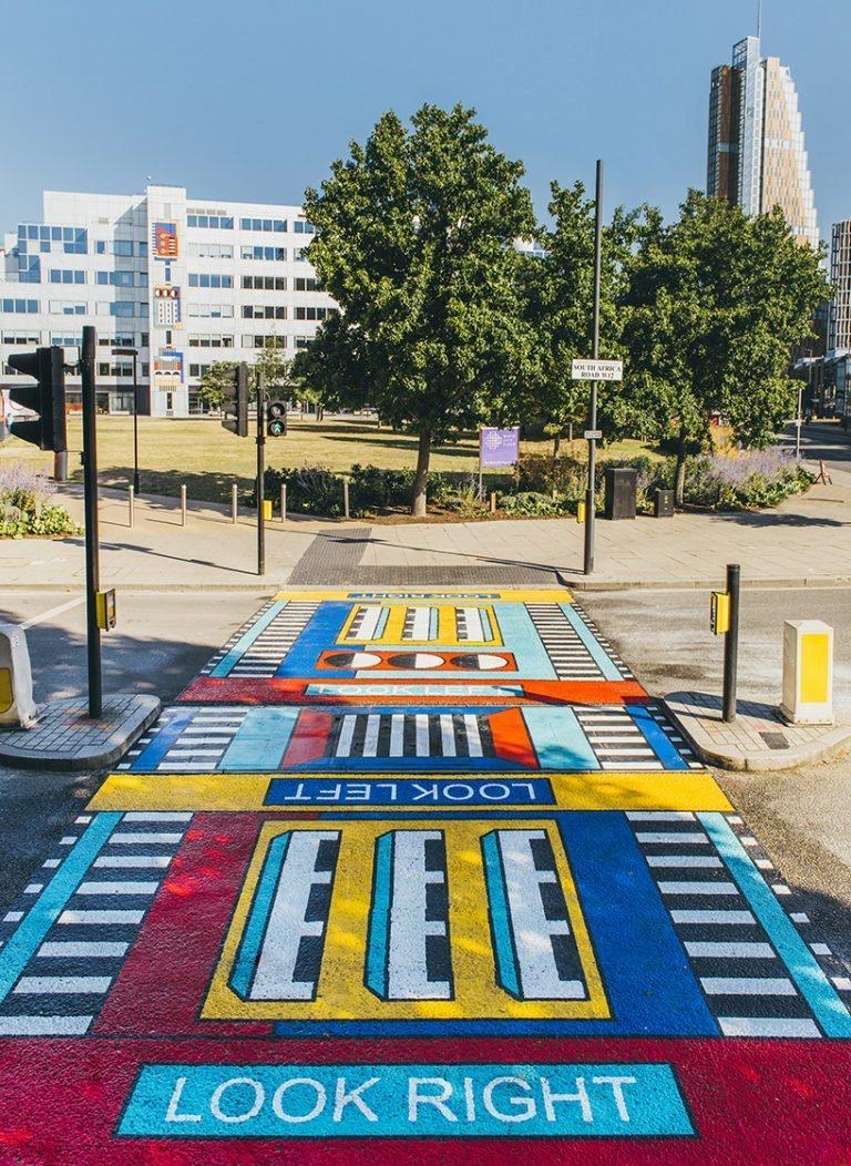 camille Walala transforma calles de Londres con sus coloridos patrones geométricos (5)