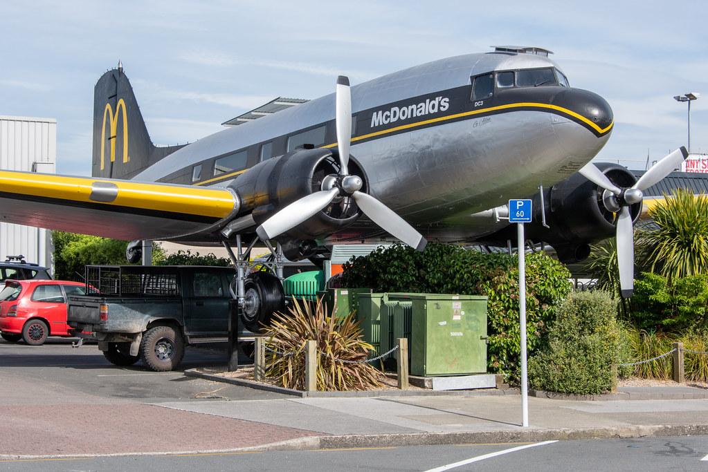Abrieron un McDonald's en un avión fuera de servicio en Nueva Zelanda (1)