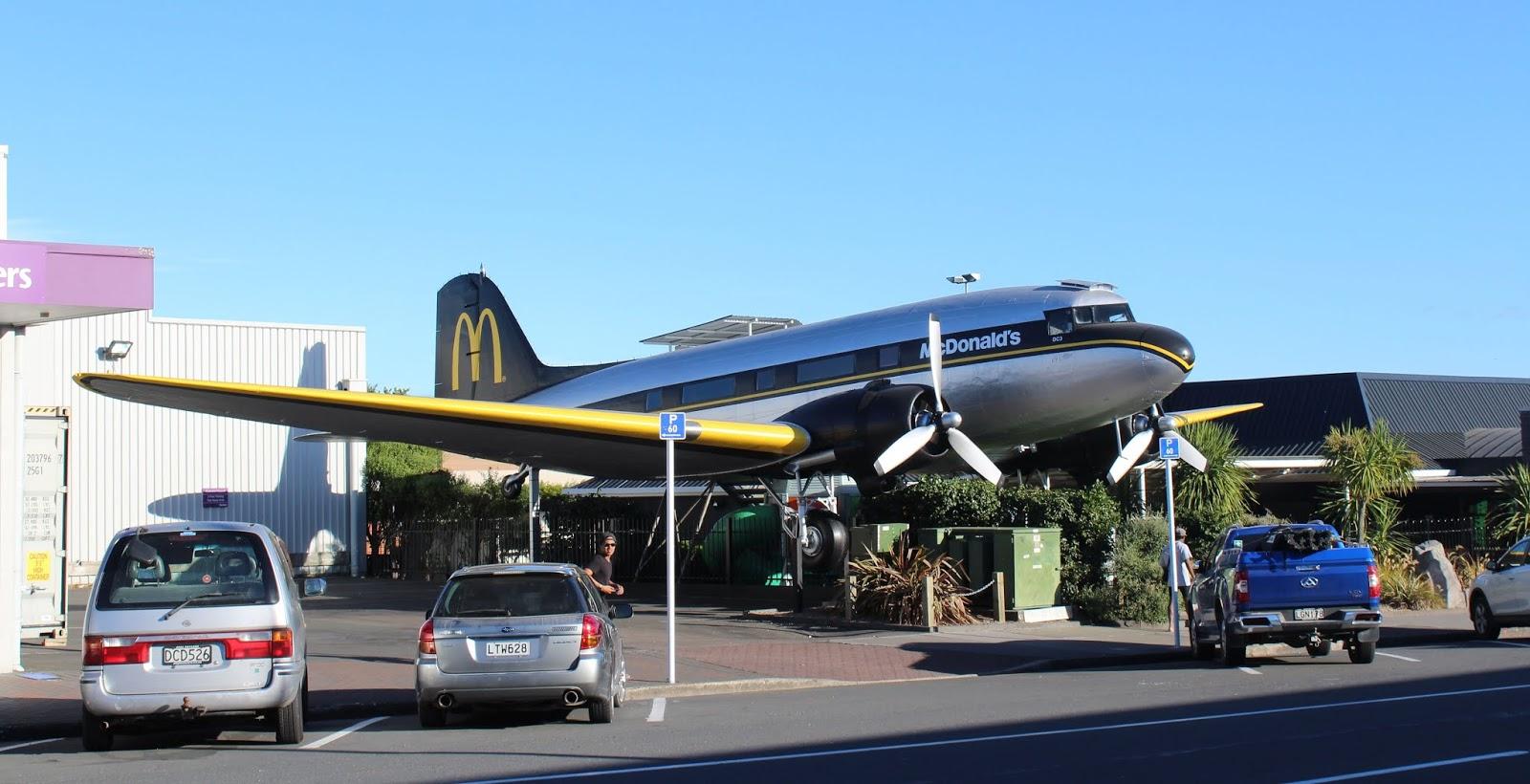 Abrieron un McDonald's en un avión fuera de servicio en Nueva Zelanda (2)