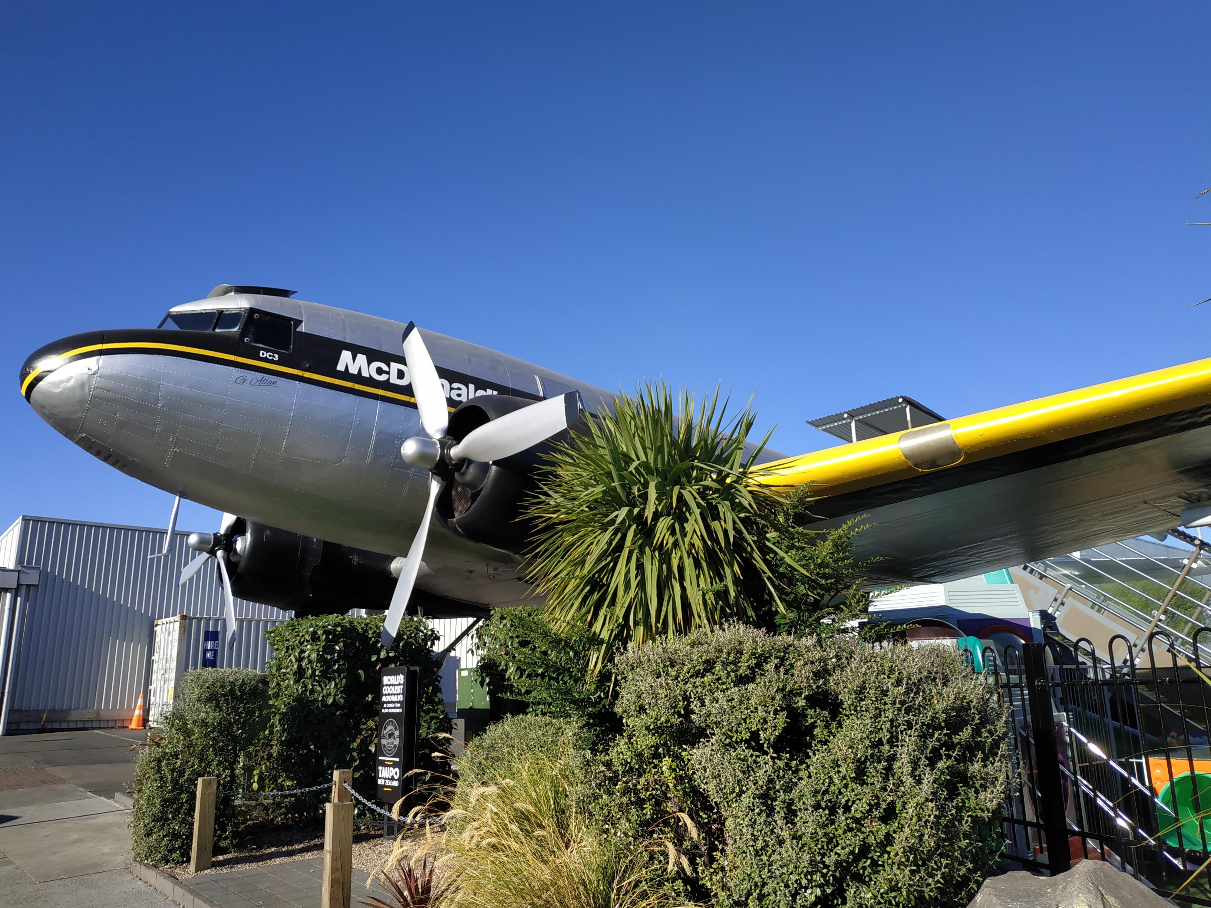 Abrieron un McDonald's en un avión fuera de servicio en Nueva Zelanda (3)