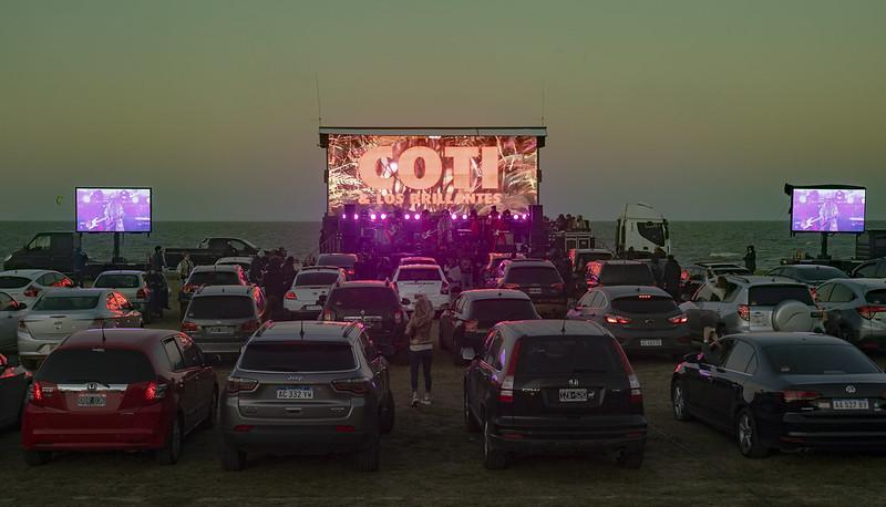 Coti y los brillantes autocine al rio auto concierto san isidro (5)