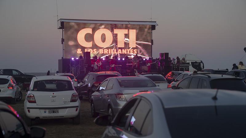 Coti y los brillantes autocine al rio auto concierto san isidro (7)