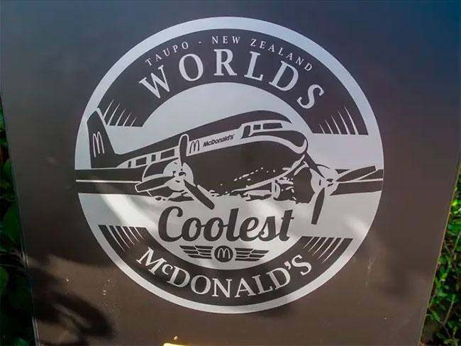 Un McDonald's en Nueva Zelanda permite a los comensales comer dentro de un avión fuera de servicio (4)